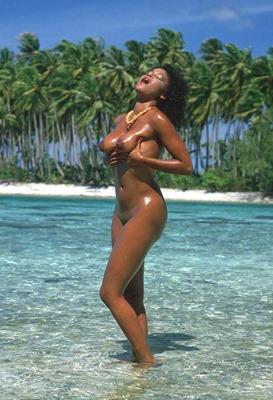 jennie-nude-on-the-beach